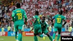 Les joueurs du Sénégal célèbrent leur premier but contre la Pologne à Moscou, le 19 juin 2018.