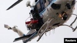 Un hélicoptère évacuant apparemment un blessé de Navy Yard