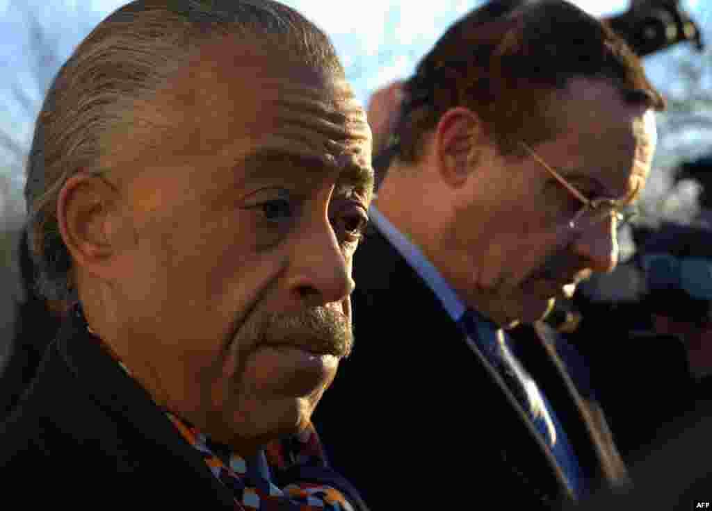 Преподобный Эл Шарптон – проповедник и ведущий политической программы на канале MSNBC и мэр Вашингтона Винсент Грей (на втором плане)