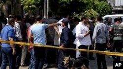 Lực lượng an ninh Ai Cập tai hiện trường sau vụ nổ bom gần Bộ Ngoại giao ở Cairo, ngày 21/9/2014.