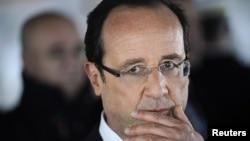 """فرانسوا اولاند قتل ها را """"حمله تروریستی غیر قابل انکار"""" نامید و گفت """"فرانسه با تهدید تروریستی فوق العاده بالایی روبرو است."""""""