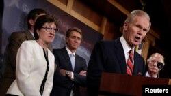 Senatè Bill Nelson, yon Demokrat Eta Florid (adwat), youn nan palmantè ameriken ki siyen lèt la.