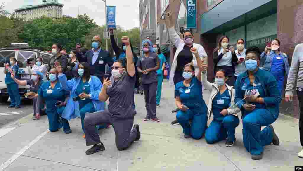 Поддршка од здравствените работници во Њујорк.