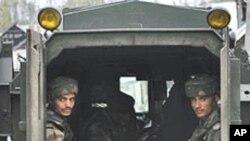 بھارتی کشمیر میں پُر تشدد مظاہرے، کئی علیحدگی پسند لیڈر گھروں میں نظربند