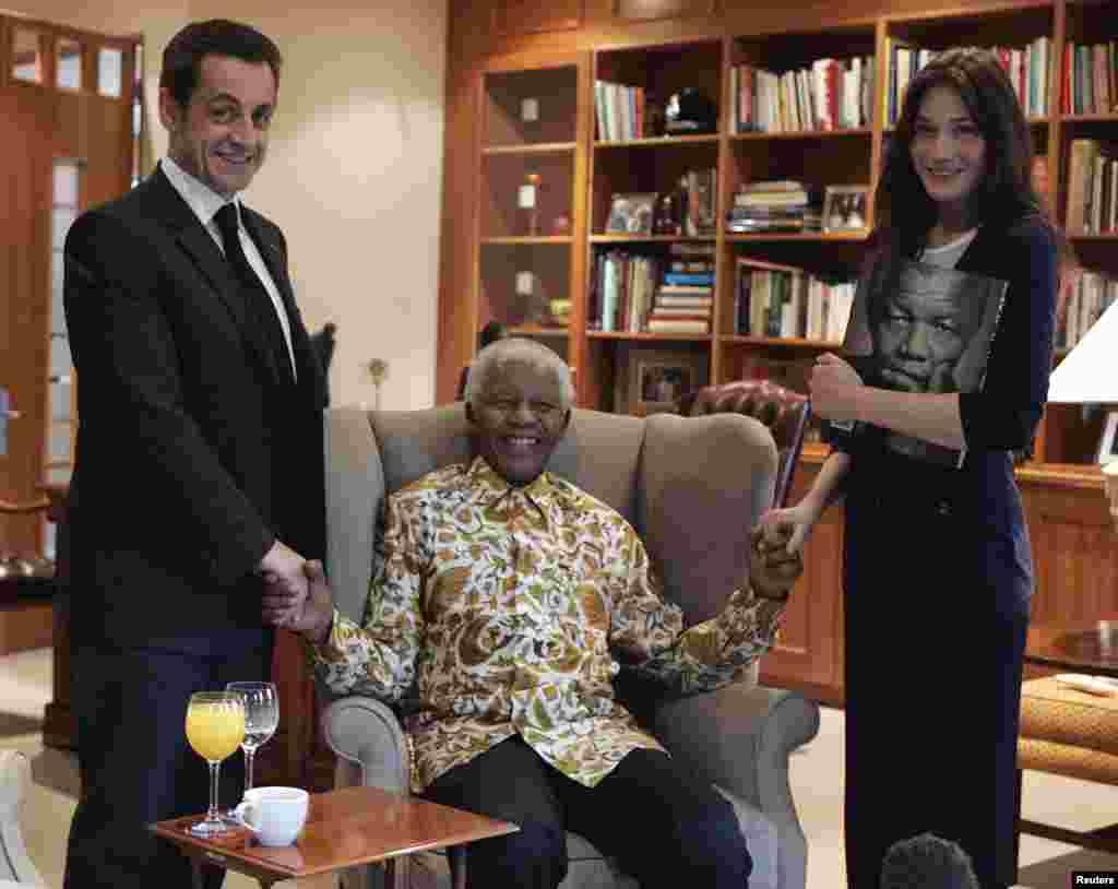 نیلسن منڈیلا کو پھیپٹروں کے انفیکشن کے باعث آٹھ جون کو اسپتال منتقل کیا گیا تھا۔