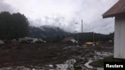 Un glissement de terrain, provoqué par des pluies torrentielles, a causé des dégâts énormes à Villa Santa Lucia au Chili.
