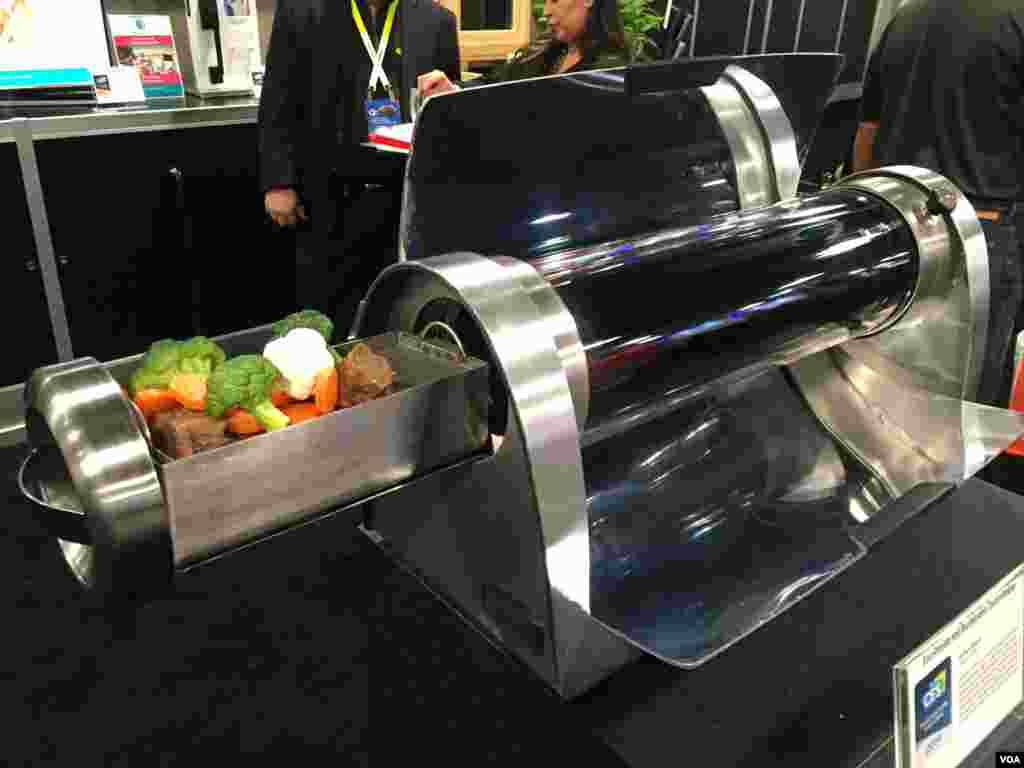 از بزرگترین نمایشگاه ابزار الکترونیکی مصرفی: شرکت سانگو، یک اجاق خورشیدی تولید کرده که میتواند غذای شما را با نور خورشید در بیست تا چهل و پنج دقیقه بپزد. گزارشهای بیشتر درباره نوآوری های این نمایشگاه را اینجا پی بگیرید.