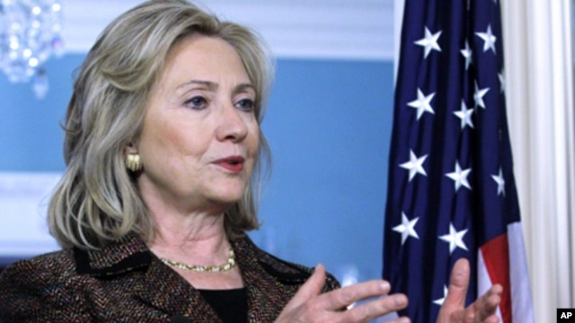 U.S. Secretary of State Hillary Rodham Clinton, is scheduled to meet Zambia President Rupiah Banda (file photo)