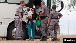 Según las últimas cifras en agosto los agentes de aduanas y protección fronteriza de EE.UU. aprehendieron a 3.141 menores no acompañados en su intento de cruzar la frontera.