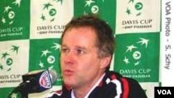 Patrick McEnroe menyatakan mundur sebagai kapten tim Piala Davis Amerika.
