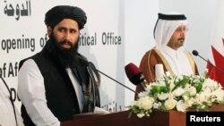 Perwakilan Taliban Afghanistan memberikan keterangan pers saat pembukaan perwakilan di Doha, Qatar (foto: dok). Taliban membantah laporan soal adanya pembicaraan damai di Qatar.