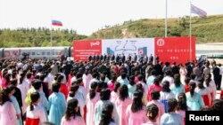 지난해 9월 러시아 국경도시 하산과 북한 라진항을 연결하는 철도가 개통된 가운데, 북한 라진항에서 기념식이 열렸다. (자료사진)