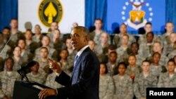 17일 바락 오바마 미국 대통령이 플로리다주 맥딜 공군기지에서 군 장병들을 대상으로 연설을 하고 있다.