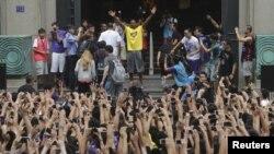 Bintang NBA Kobe Bryant pada sebuah kunjungan ke Wuhan, Tiongkok. (Foto: Dok)