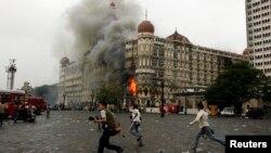 ممبئی کے تاج محل ہوٹل میں دہشت گرد حملے کے بعد آب بھڑک رہی ہے۔ 29 نومبر 2008