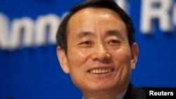 """Jiang Jiemin di sebuah Konferensi Persi di Hong Kong, 2008 (Foto: dok). Pemerintah CHina tengah membuka investigasi terhadap Direktur Kabinet Komisi Pengawas Aset dan Administrasi China ini, atas dugaan melakukan """"pelanggaran disiplin yang serius."""""""