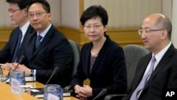 Zvaničnici Hong Konga na razgovoru sa predstavnicima demonstranata, 21. oktobar 2014.