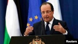 프랑수아 올랑드 프랑스 대통령이 팔레스타인의 요르단 강 서안도시 라말라에서 열린 기자회견에 참석했다.
