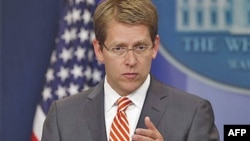 Phát ngôn viên Tòa Bạch Ốc Jay Carney nói chính sách của chính quyền Tổng thống Obama là giúp thúc đẩy để ông Gadhafi phải ra đi