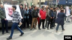 Gonabadi Dervishes stage a protest in front of a police station in Tehran, Feb. 19, 2018. (Radio Farda)