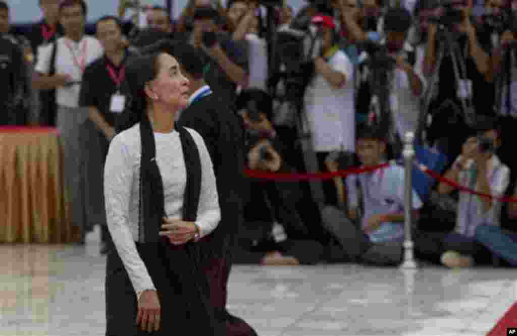 Myanmar opposition leader Aung San Suu Kyi pays respect at the tomb of her late father and Myanmar's Independence hero Gen. Aung San during a ceremony to mark the 68th anniversary of his 1947 assassination, at the Martyrs' Mausoleum in Yangon, Myanmar, S