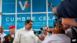 Maduro aprovechó una conferencia para dar la cara por los mexicanos y explicó que quien se meta con México lo hará con Venezuela, y añadió que Trump es un bandido.