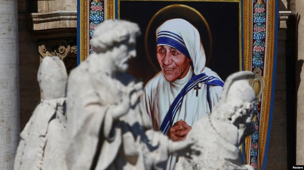 mother teresa becomes saint teresa of calcutta