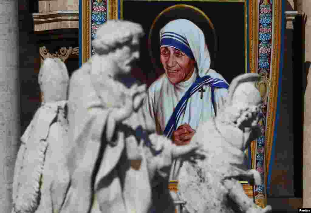 A tapestry depicting Mother Teresa of Calcutta is seen in the facade of Saint Peter's Basilica during a mass, celebrated by Pope Francis, for her canonization in Saint Peter's Square at the Vatican, Sept. 4, 2016.