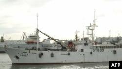 Trong số những người trên tàu có 8 người Nam Triều Tiên. Những thuyền viên còn lại là người Trung Quốc, Indonesia, Việt Nam và Philippines