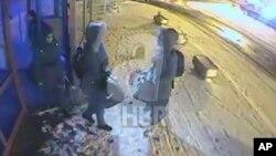 Tiga remaja putri Inggris sebelumnya yang diperkirakan sudah berada di Suriah saat berangkat dari stasiun bis di Istanbul, Turki (foto: dok).
