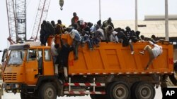 کهشـتیـیهکی کۆمهک دهگاته بهندهری مسڕاتهی لیبیا
