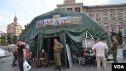 2014年8月11日烏克蘭基輔獨立廣場示威者的帳篷變成烏克蘭軍隊招募站。