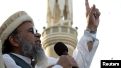 Munawar Hassan makes a speech during a rally to show solidarity with the people of Kashmir in Karachi, Feb. 5, 2005.