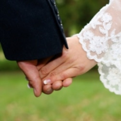 Experts say more Americans are choosing to wait to get married, or not to get married at all