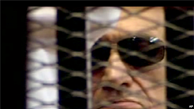 Former Egyptian president Hosni Mubarak seen in the defendant's cage as a judge reads a verdict, June 2, 2012.
