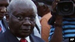 L'ancien président du Zimbabwe Armando Guebuza arrive en Afrique du sud, le 7 janvier 2012.