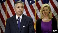 Bivši guverner Jute Džon Hantsmen sa suprugom na konferenciji za novinare na kojoj je objavio da odustaje od kandidature za predsedničku nominaciju Republikanske stranke