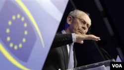 El presidente del Consejo de la Unión Europea, Herman Van Rompuy, dijo que el tratado traerá una unión económica y monetaria que se apoyará por sí misma.