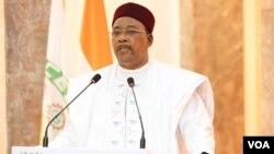 Le président Issoufou Mahamadou mardi lors de son passage télévisé, à Niamey, le 18 mars 2020. (Présidence Niger)