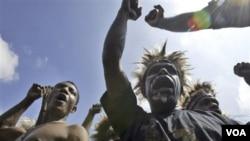 Pelajar Papua Barat saat protes untuk perjuangan HAM tahun 2008. Indonesia menegasakan tidak adanya tekanan dalam sidang video penyiksaan warga Papua.