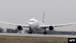 «Дрімлайнер» здійснив перший комерційний рейс