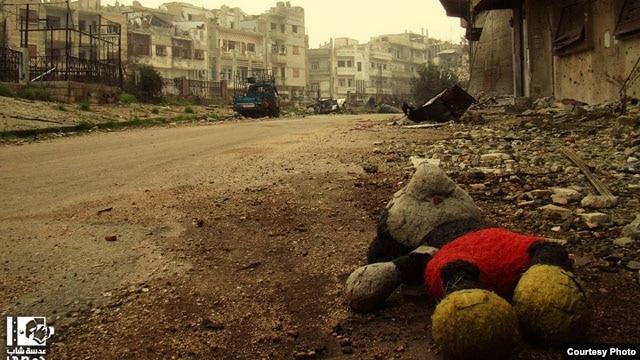 """Kekerasan terus berlangsung di Suriah, yang oleh pihak oposisi disebabkan juga karena """"kebisuan internasional."""" (Foto: Lens Young Homsi)"""