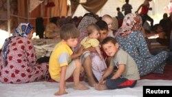 Các gia đình người Turkmenistan thuộc giáo phái Shia chạy trốn bạo động.