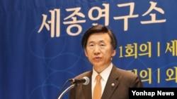 한국 윤병세 외교부 장관이 20일 경기도 성남시 세종연구소에서 열린 개소 30주년 기념 학술대회에서 축사를 하고 있다.