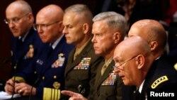 Para pejabat militer AS memberikan kesaksian di depan komisi Senat AS mengenai kekerasan seksual dalam tubuh militer Amerika (foto: 4 Juni 2013).