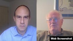 Paul Goble (sağda) VOA Türkçe muhabiri Mehmet Toroğlu'nun sorularını yanıtladı.