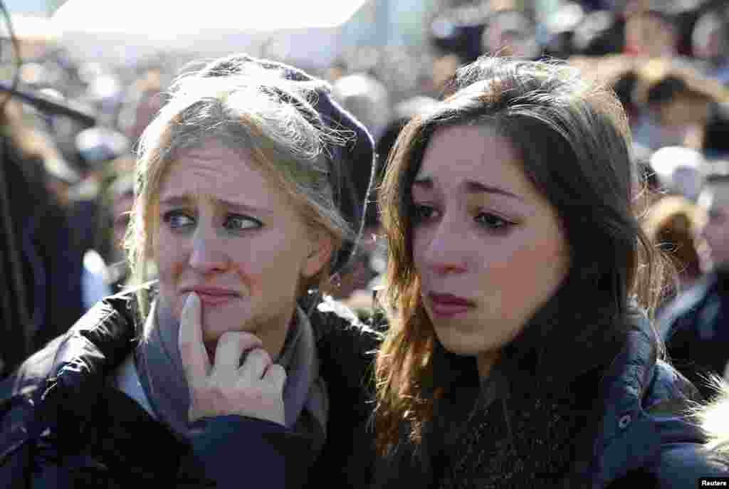 Mourners attend the joint funeral for the victims of Friday's attack on a Paris grocery, in Jerusalem, Jan. 13, 2015.