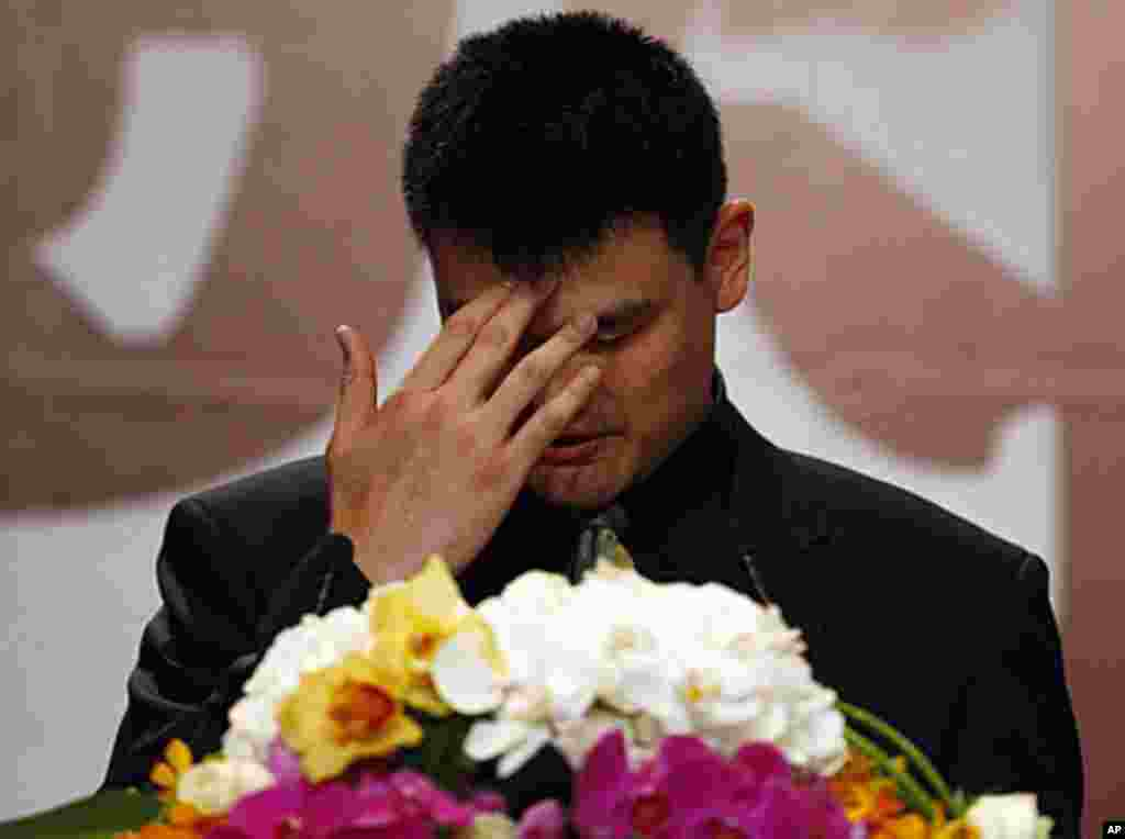 NBA player Yao Ming reacts during a news conference to announce his retirement from basketball in Shanghai, July 20, 2011 (Reuters).