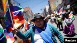 Les partisans du président bolivien Evo Morales dans les rues de La Paz, en Bolivie, le 23 octobre 2019.