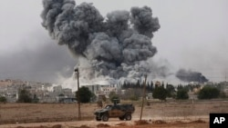 Bombardeo de la coalición en Siria, cerca de la frontera con Turquía.